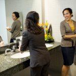 Nederland geniet van werkvrij momentje op kantoortoilet