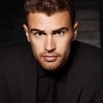 Boss Parfums benoemt acteur Theo James tot ambassadeur van nieuwe geur