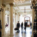 66% van de Nederlanders groet andere gasten in de hotellift