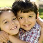 Ruim helft Nederlanders spreekt liefde voor broer of zus zelden of nooit uit