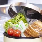Ruim helft Nederlandse huishoudens gooit wekelijks voedsel weg