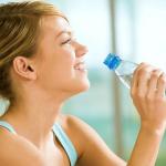 Meer water drinken geassocieerd met tal van dieet voordelen