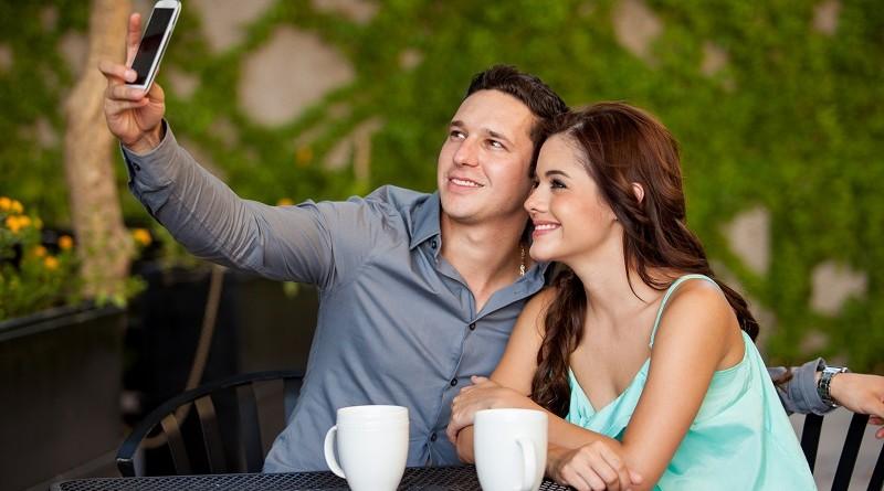 Single mannen voegen hun date sneller toe op Facebook