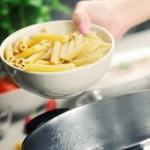 Nederlanders koken regelmatig, maar liever niet met partner