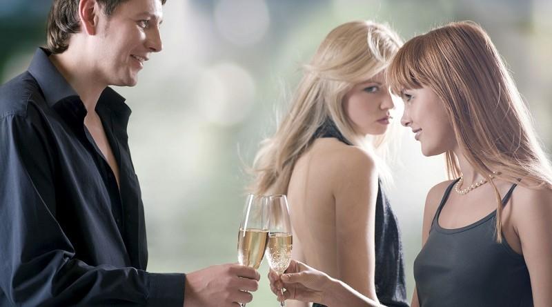 Vrouwen voelen zich meer aangetrokken tot mannen met mooie vriendinnen