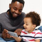 Een derde van de ouders weet niet wat hun jonge kind doet op een beeldscherm