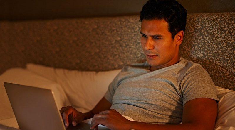 Mannen die regelmatig porno kijken zijn minder gelukkig in hun relaties