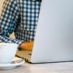Meer sociale verbinding online gekoppeld aan toenemende gevoelens van isolatie