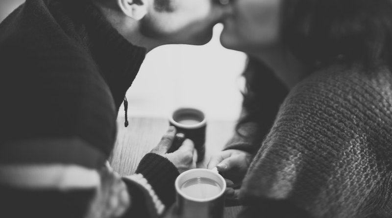 82% vrouwen knapt af op slechte eerste kus