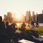 Bij het beoordelen van potentiële vrienden, bewegen de ogen van mannen en vrouwen anders