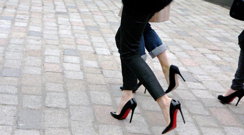 Tips om sierlijk op hoge hakken te lopen